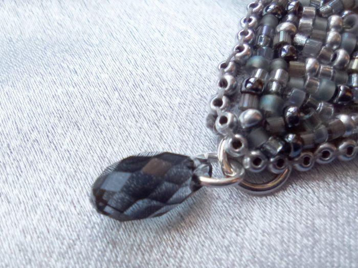 broche en perles